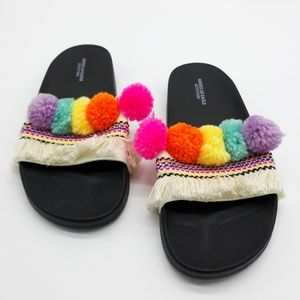 American Eagle Outfitters New Pom Pom Slides